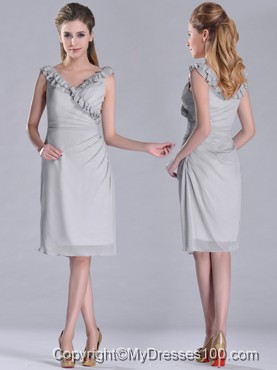 Modest V Neck Grey Chiffon Short Mother of The Bride Dress with Side Zipper