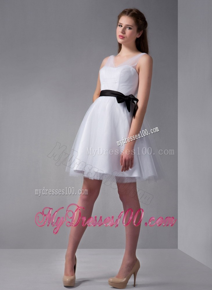 White V Neck Bow Dama Dresses For Quinceanera With Sash