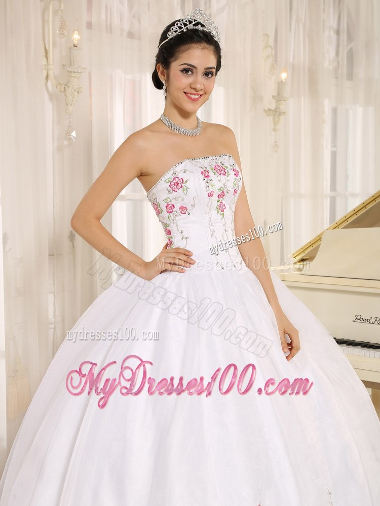 Style White Puffy Sweet 16 Dresses with Hot Pink Floral Appliques